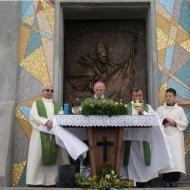 Monsignor B. Foresti inaugura il mosaico