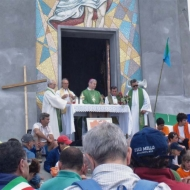 Monsignor F. Beschi celebra la S. Messa