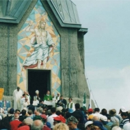 Il Cardinale G. Battista Re inaugura il mosaico