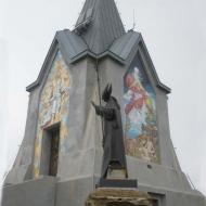 Papa Paolo VI con sfondo del Monumento