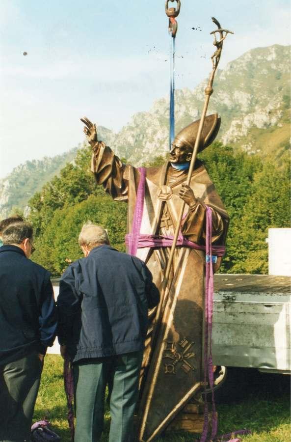 Partenza della statua per il Monte Guglielmo con l'elicottero