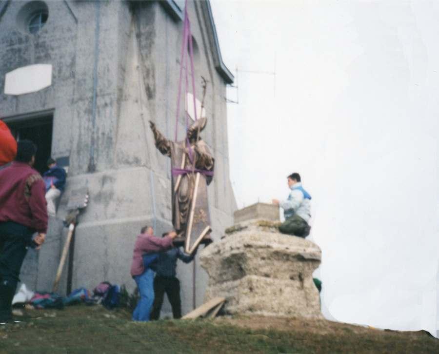 Arrivo della statua sul M. Guglielmo