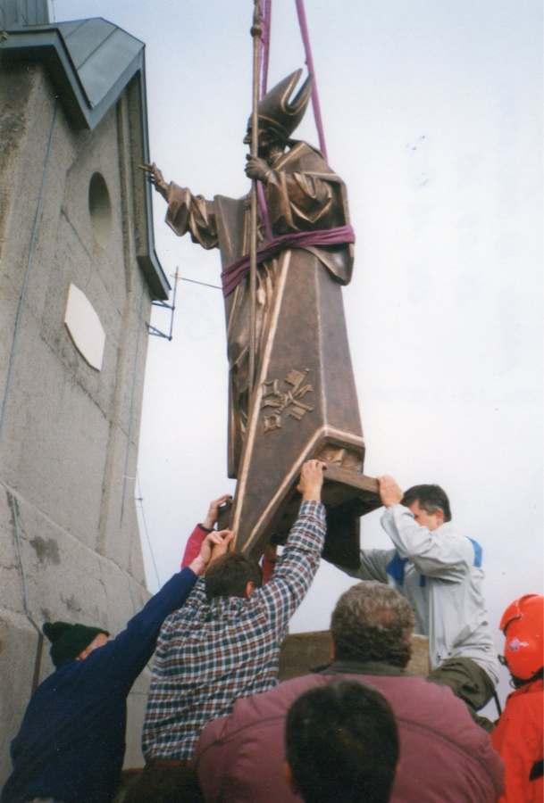 Ancoraggio sul basamento della statua di Paolo VI